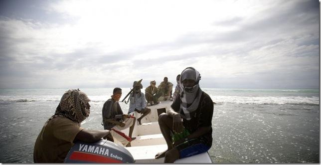 сомалийские пираты в погоне за танкером